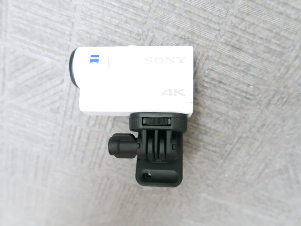 ネジがついていて、それを回せば簡単にカメラを固定できます。