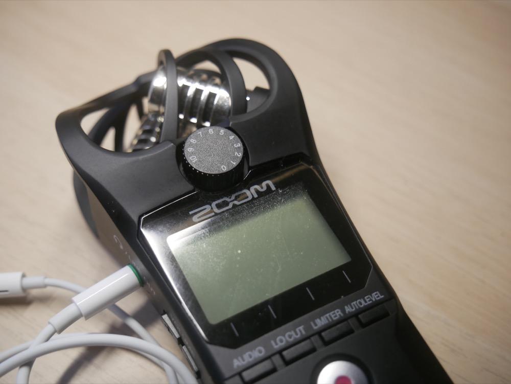 丸いダイヤルが録音レベルを調整するボタンです