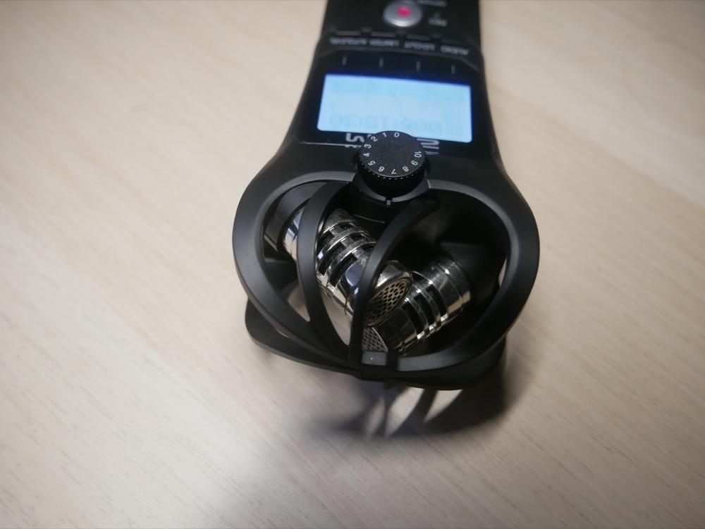 数字の入った丸いダイヤルがレベル調整ダイヤル。録音レベルが簡単に調整できます